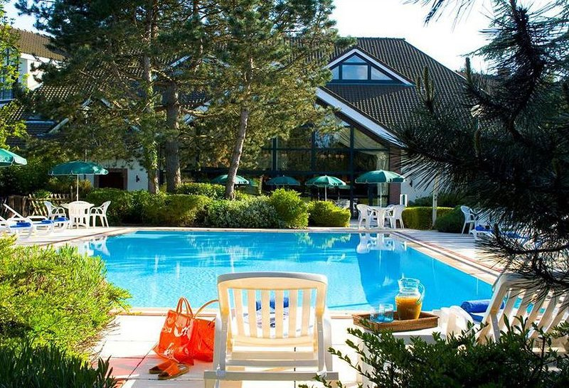Nice apt with pool access & terrace, vacation rental in Saint-Leonard