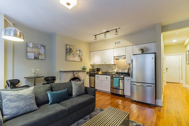 RITTENHOUSE SQUARE 3R, HISTORIC APT IN CENTER CITY, location de vacances à Palmyra