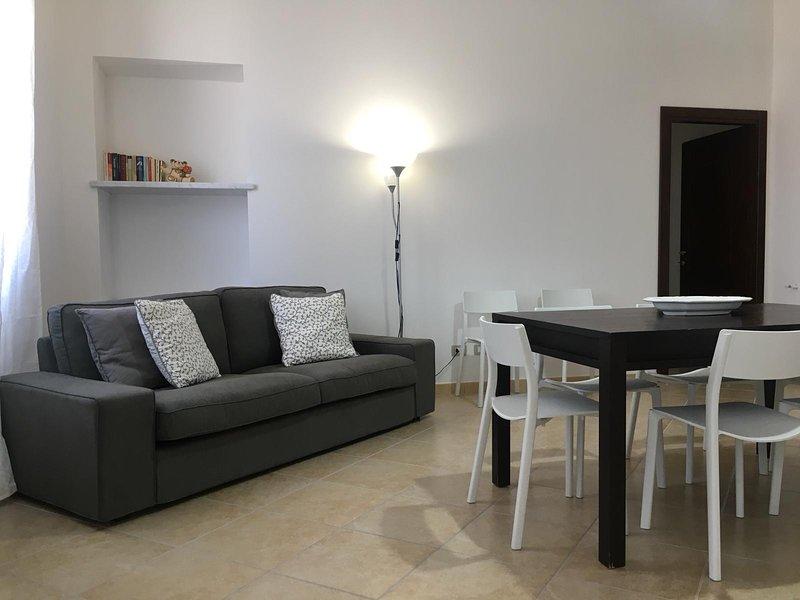 Elegante e luminoso appartamento nuovo fronte porticciolo, casa vacanza a Calasetta