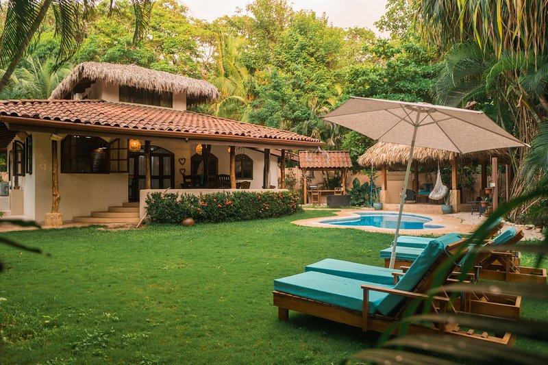 Beachfront Villa Bonita, alquiler de vacaciones en Mal País