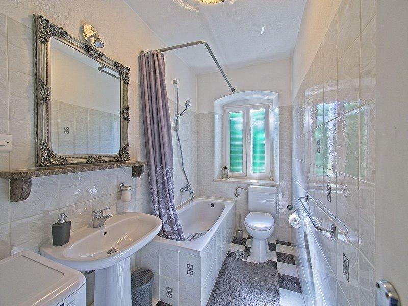 A1 (4): baño con inodoro