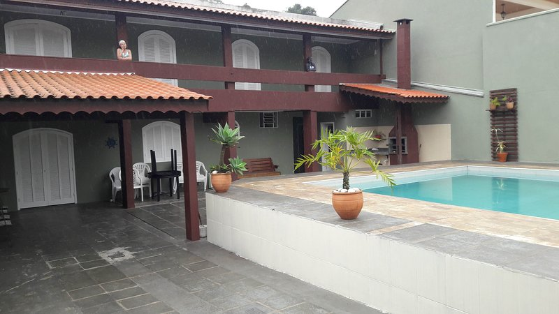 Outstanding House With Large Pool Close to Prainha and Caioba Beaches, Ferienwohnung in Bundesstaat Parana