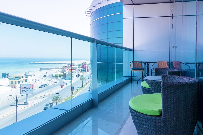 Luxury 1 Bedroom Beach Apartment with Full Sea View, holiday rental in Ajman