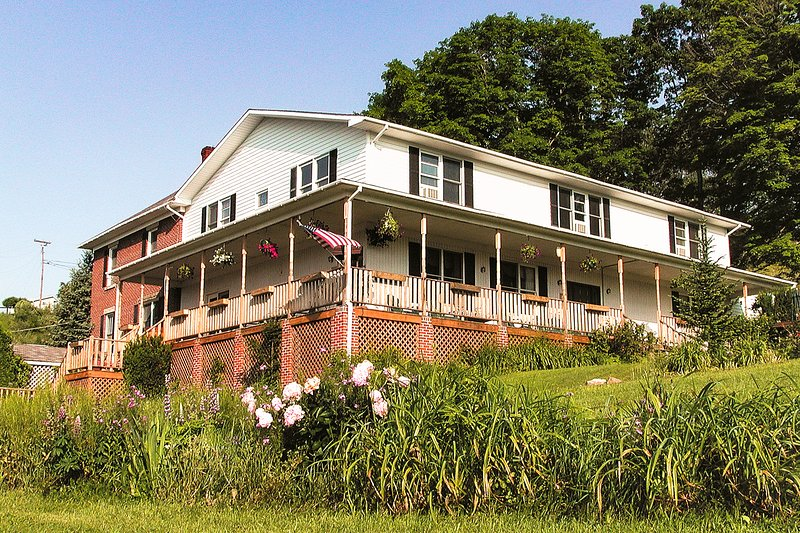 Haley Farm mountain retreat w/ a firepit, electric fireplaces, & free WiFi, holiday rental in Deer Park