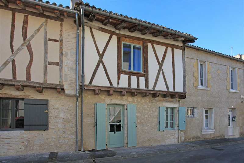 Quaint but spacious cottage in the heart of Eymet, Dordogne, holiday rental in Eymet
