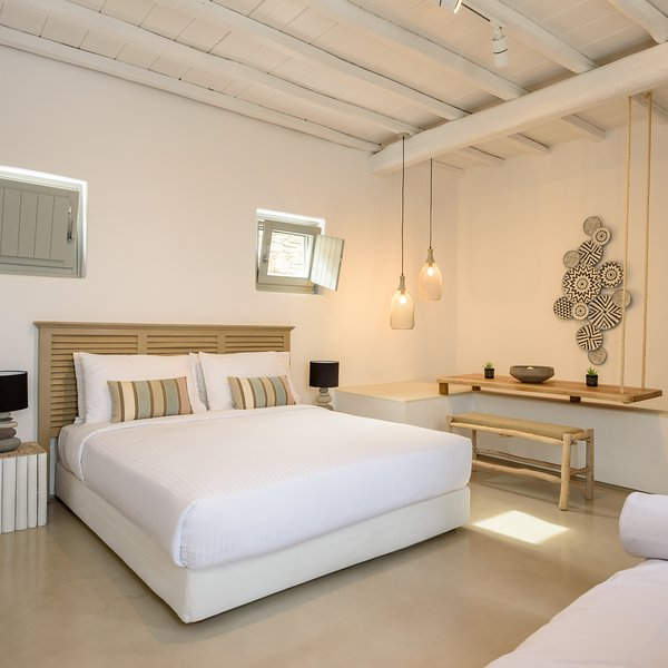 The Summit of Mykonos - The Royal Apartment, holiday rental in Kalo Livadi