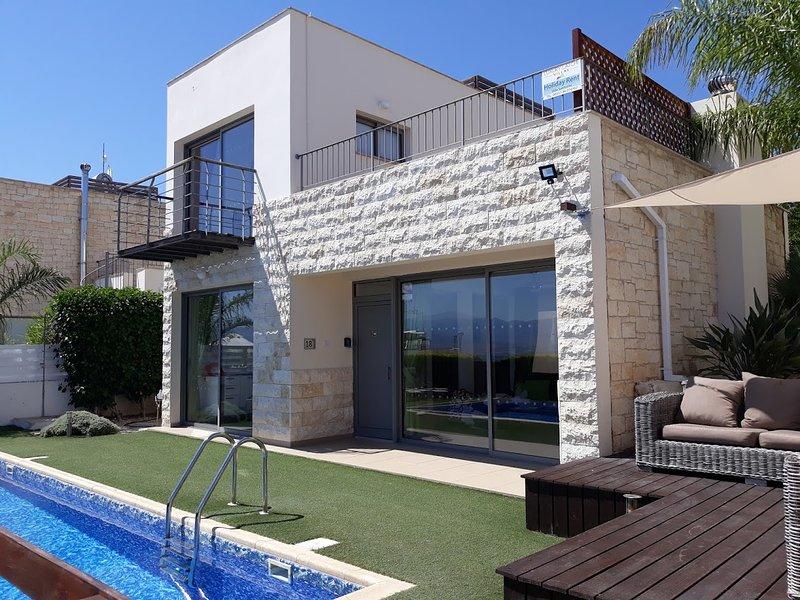 Villa Santorini -Neo Chorion - POLIS - LATCHI, aluguéis de temporada em Polis