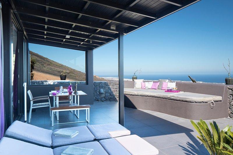 Luxurious Pavillon Siddhartha in La Asomada, holiday rental in La Geria