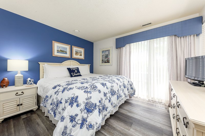 Comfy King size bed in this beautifully well lit, bright and clean room.