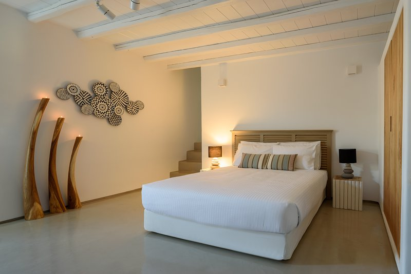 The Summit of Mykonos - Superior Executive Suite, holiday rental in Kalo Livadi