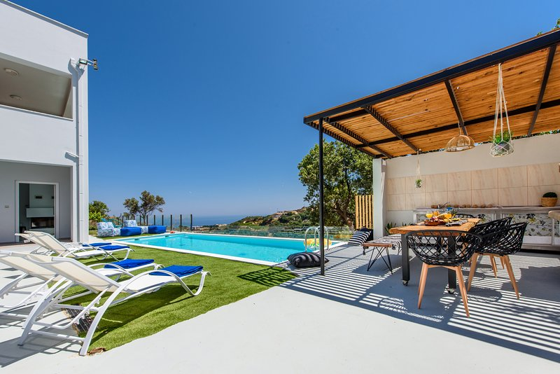 Superb 5bdr villa,stunning views, pool,BBQ, gym!, alquiler de vacaciones en Creta
