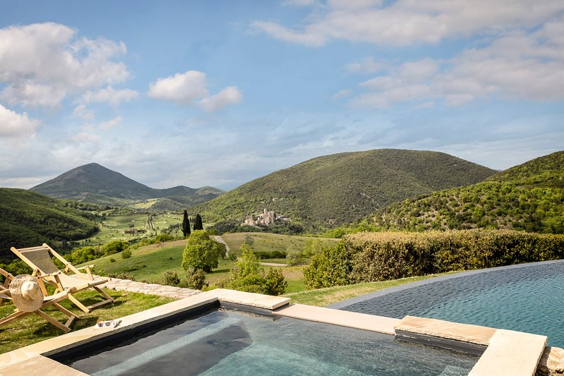 Palazzo Guglielmi Villa Sleeps 18 with Pool and Air Con - 5048960, holiday rental in Colle Umberto I