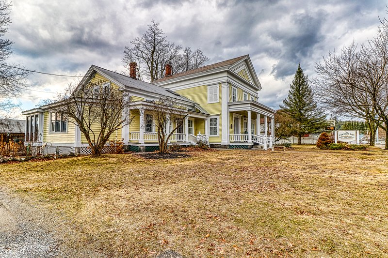 Historic Greek Revival style home w/ screened in porch -near attractions!, holiday rental in Brant Lake