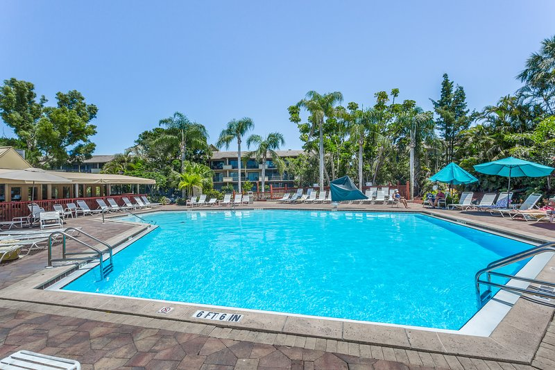 Waterfront condo w/ a shared pool, hot tub, tennis