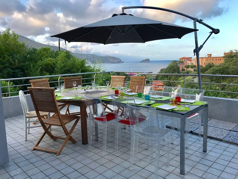 Spacious villa with sea view & Wifi, vakantiewoning in Quiliano
