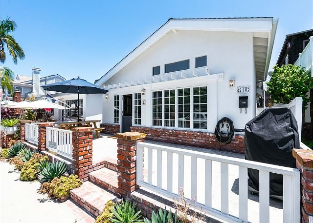 Quintessential Balboa 3-bedroom 2-bathroom front beach house centrally locate, holiday rental in Balboa Island