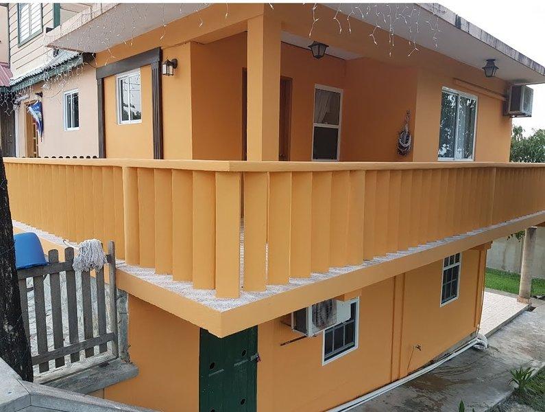 LosZirecote's 1 bedroom apartment w/air-con, aluguéis de temporada em Unitedville