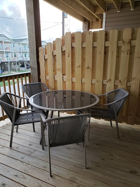 Bach covered deck has table seating for four. Enjoy dinner outside while watching the sunset!