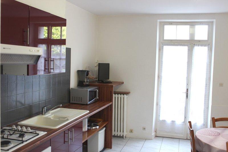 (Apt68) Appartement 2/4 personnes 2** Proche des Thermes Centre Ville, vacation rental in Lesigny