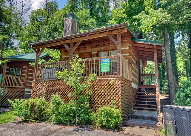 Downtown Gatlinburg's Amazing Romantic Retreat Log Cabin. Reserve today!, location de vacances à Gatlinburg