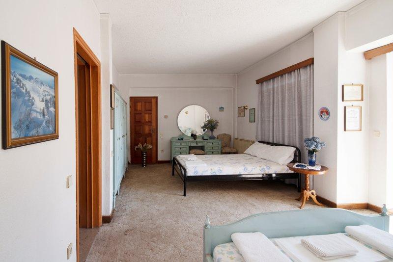 Entire private room for four, location de vacances à Kamatero