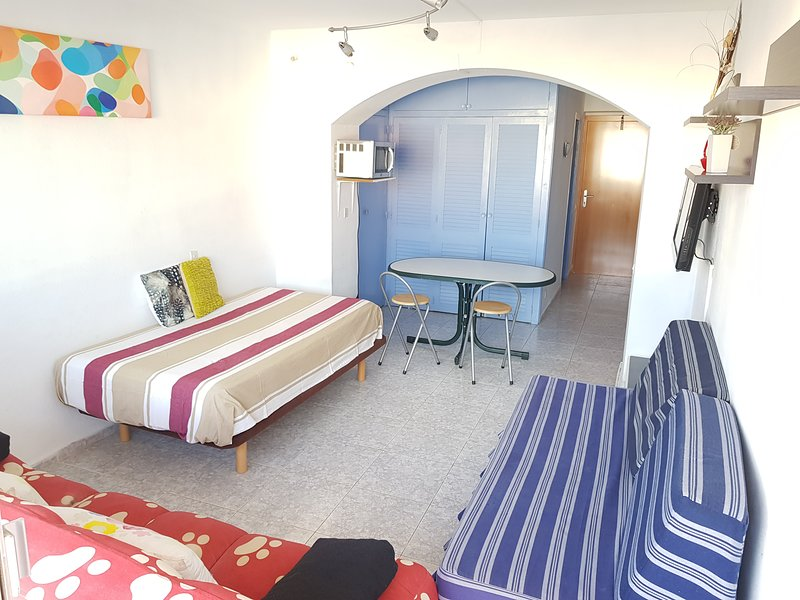 4-4 ESTUDIO CON PISCINA A POCOS METROS DE LA PLAYA, holiday rental in Roses