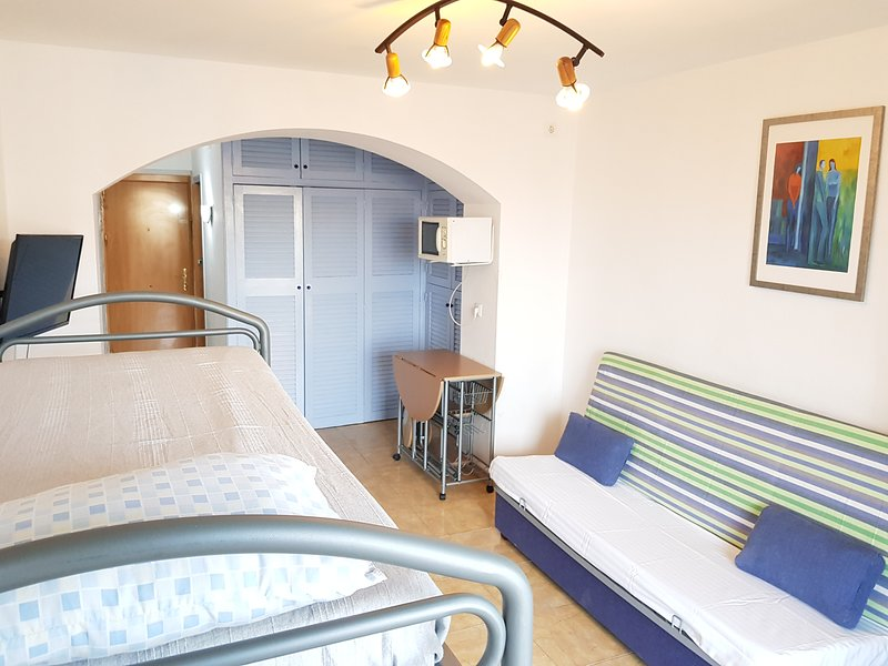 4-5 ESTUDIO 4 PLAZAS CON PISCINA /TENIS, holiday rental in Roses