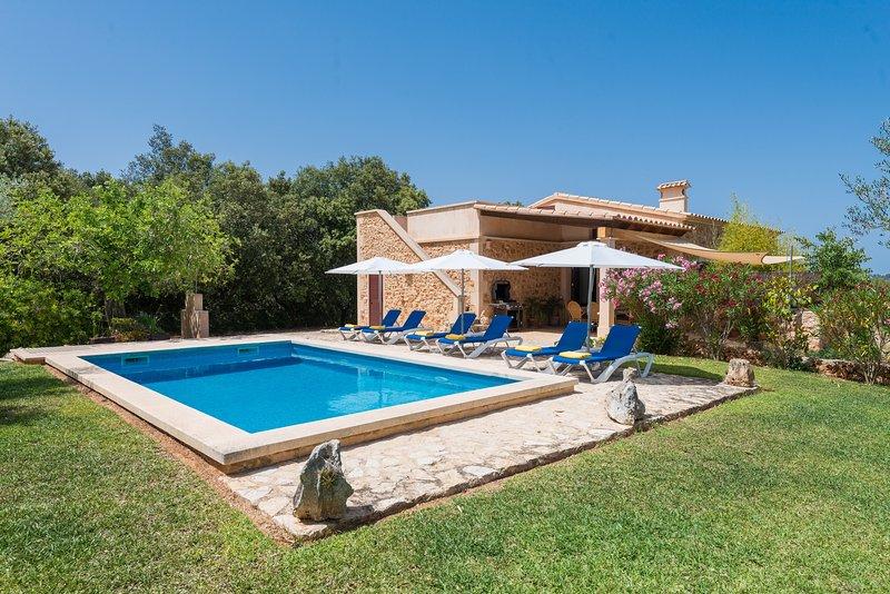 S'ALZINA - Villa for 6 people in Felanitx, vacation rental in Felanitx