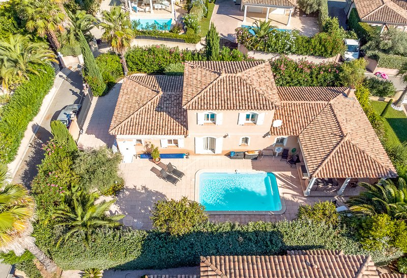 38182 3-bedroom villa, airco, heated pool 7 x 4 mtr. sea/centre at 130 mtr., holiday rental in Sainte-Maxime