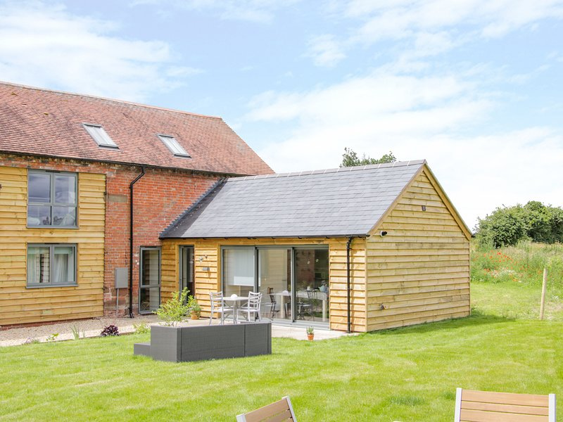 THE COW BARN, barn conversion, dog-friendly, Waters Upton, holiday rental in Edgmond