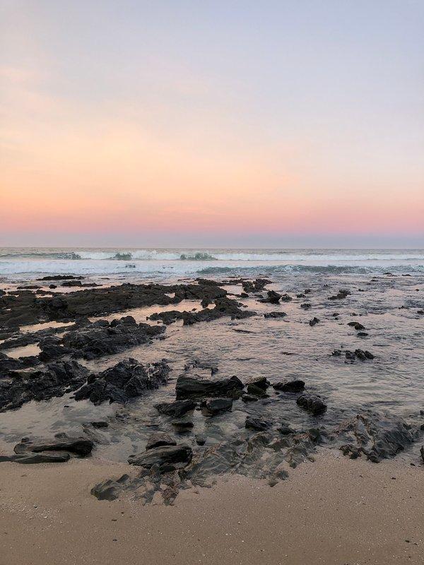 Cielo al tramonto sulla spiaggia del punto più basso
