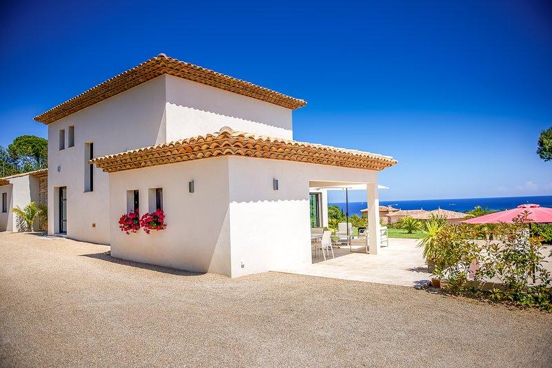 41516 aircon villa 4 bedrms, wow sea views, heated pool 9.5 x 4, beach 900 mtr, holiday rental in Sainte-Maxime