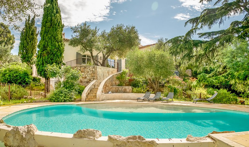41521 6-bedrm villa, beach 200 mtr, airconditioning, private pool, golf 500 mtr., vacation rental in Grimaud