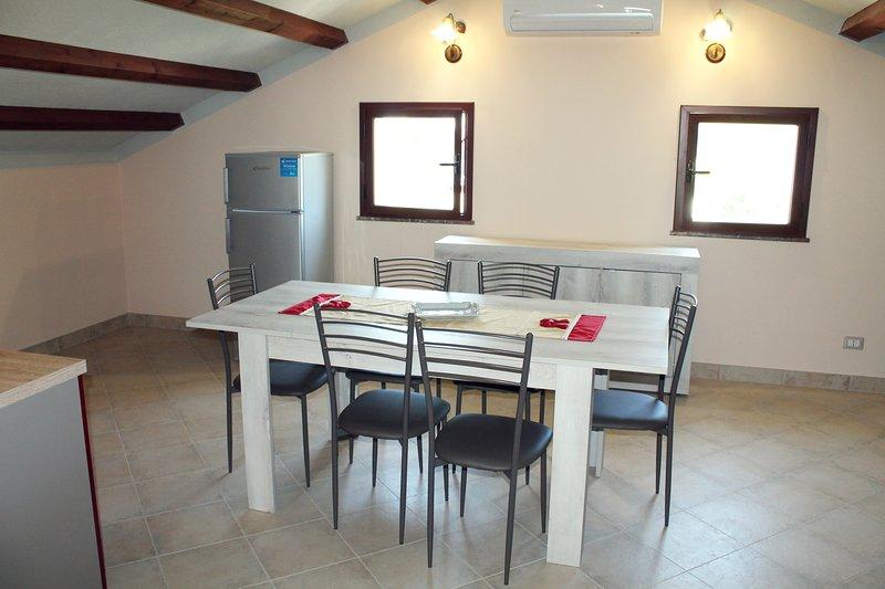 Appartamento mansardato fino a 8 posti letto, holiday rental in Giardini Naxos