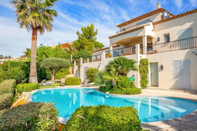33490 villa for 12, full sea view,heated pool 11 x5, partly airco, beach 300 mtr, vakantiewoning in Roquebrune-sur-Argens