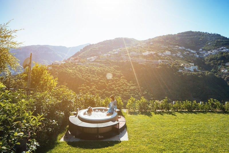 Chez Lia-Sea view, private garden and tub. Close to Villa Eva & Cimbrone,Ravello – semesterbostad i Ravello