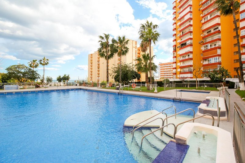 Benalmadena Costa II - First Line Beach 1BR Apartment, vacation rental in Arroyo de la Miel