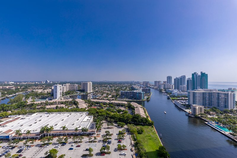 Ocean view 2BDR suite on 30th floor in Beachwalk, holiday rental in Hallandale Beach