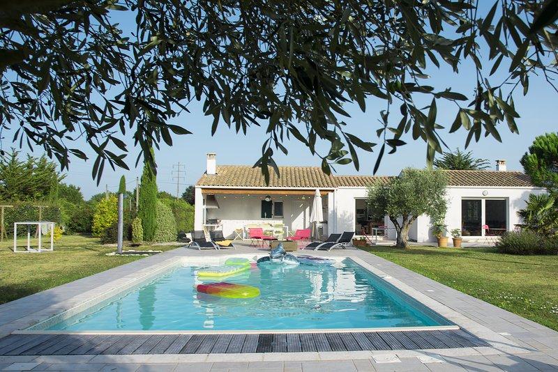 Spacious villa with swimming-pool, aluguéis de temporada em Dolus-d'Oleron