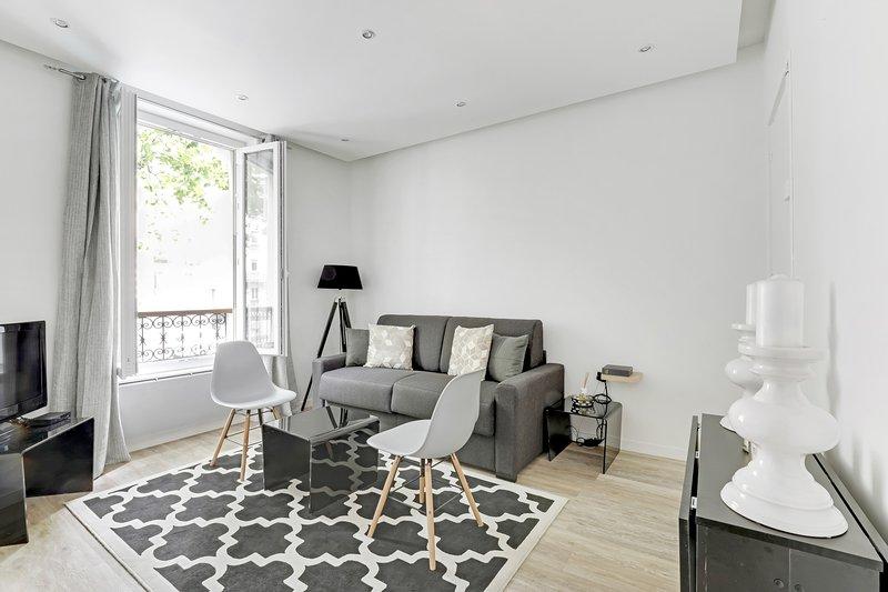 A Comfy 42sqm 1-BDR in Menilmontant, vacation rental in Bagnolet
