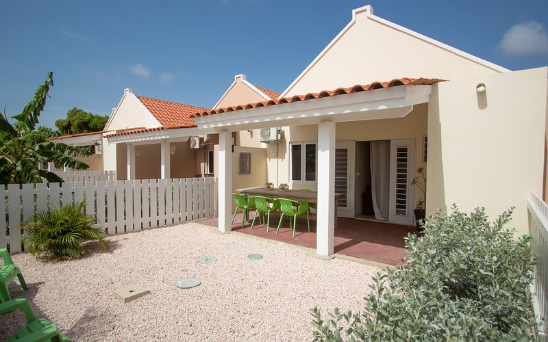 Cozy 2 bedroom Townhouse Jalousie with communal pool, gym and tennis court, location de vacances à Santa Catharina