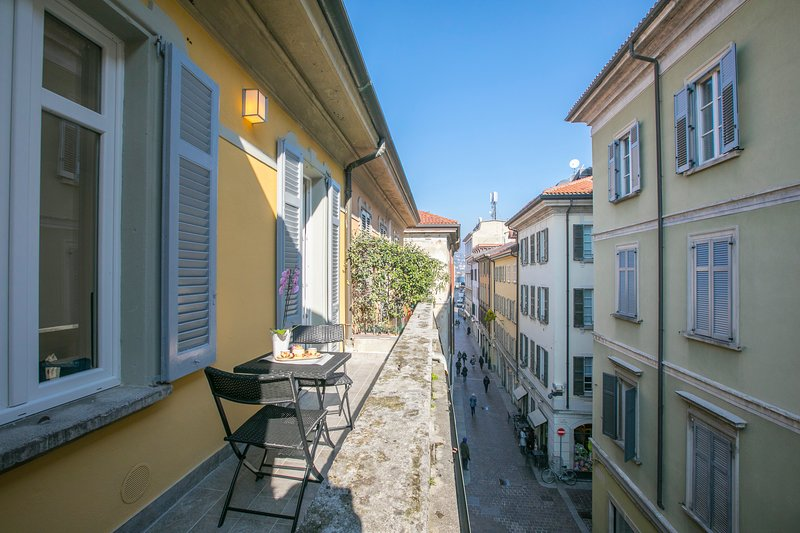 DOWNTOWN-CENTRO STORICO, holiday rental in Como