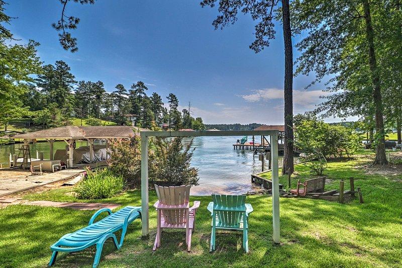 Pet-Friendly House w/ Dock on Lake Sinclair!, aluguéis de temporada em Milledgeville