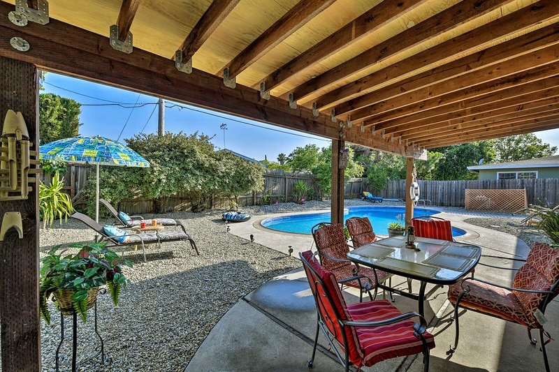 Updated Sacramento Home w/ Grill, Patio, & Pool!, vacation rental in Fair Oaks