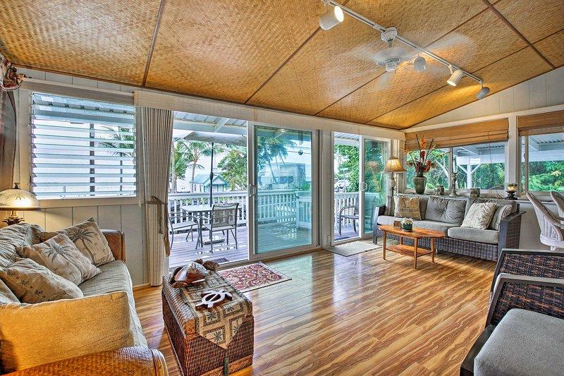 Kailua-Kona House w/ Oceanfront Deck & View, holiday rental in Kahaluu-Keauhou