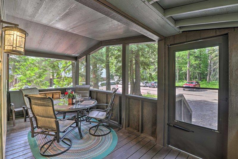 Home Located Inside GNP at Apgar Village!, aluguéis de temporada em West Glacier