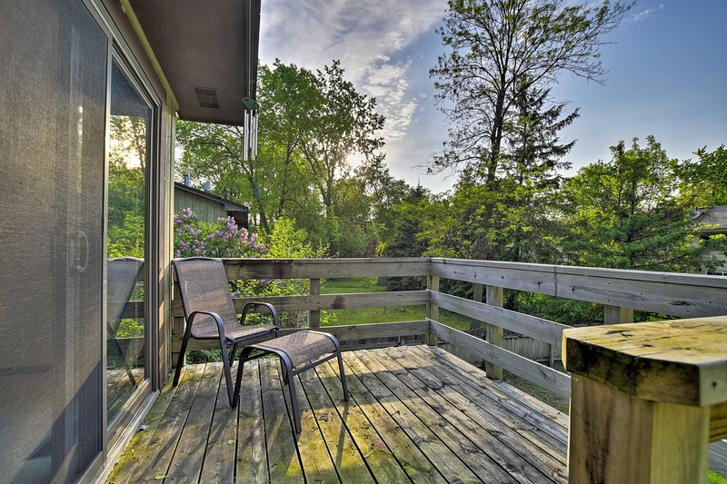 Minneapolis Home w/ Deck - 11 Mi. to Downtown, vacation rental in Brooklyn Park