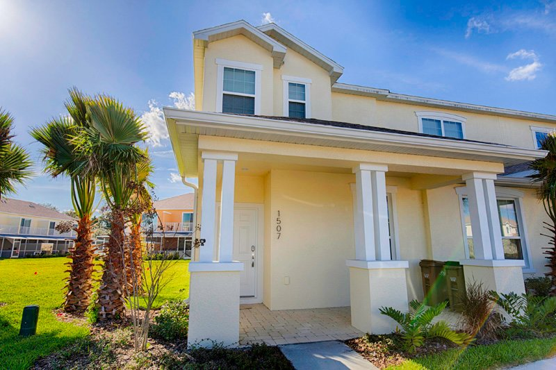 ★ Luxury 6 Guest End Townhome | Pool & Balcony ★, vacation rental in Clermont