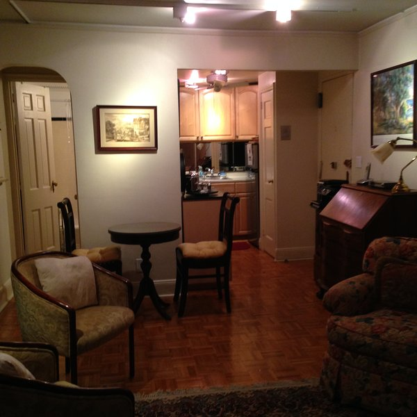 Ground Floor Studio in Historic Brownstone next to Central Park, holiday rental in New York City