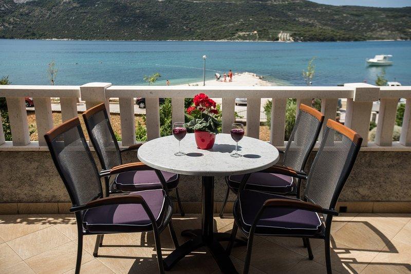 Jasna - 20m from the sea: A1(4+1) - Poljica (Marina), vacation rental in Vrsine